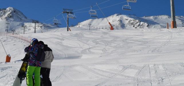 Snowboarders at the bottom of Pas de la Casa