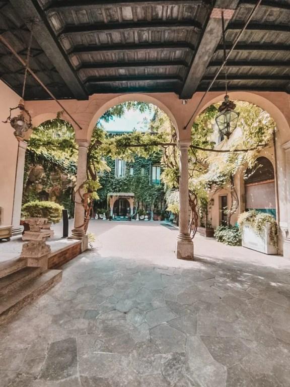 Visitare Milano: la Vigna di Leonardo Cortile