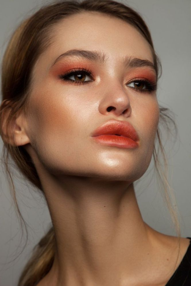 monotone make up with Pantone living coral inspired peach shade