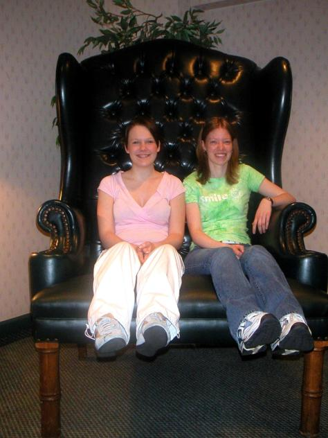 https://i1.wp.com/www.andreabertramstudio.com/images/Crystal_Chelsea_in_the_Big_Chair-Provincials.JPG?resize=474%2C632