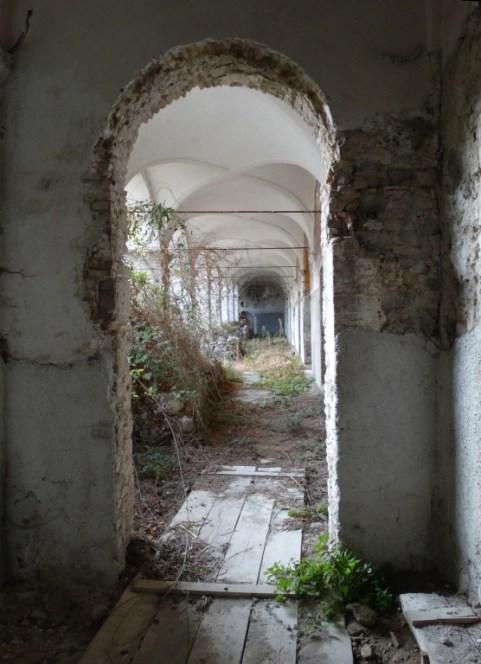 convento-abbandonato-11