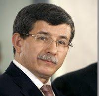Davutoglu: la Turchia contraria a ogni intervento straniero in Medio Oriente