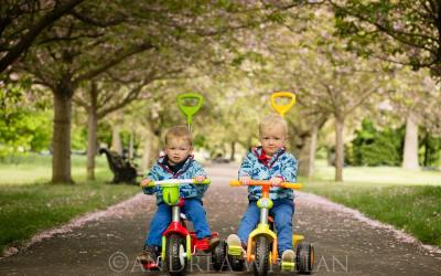 Twins photo shoot in Greenwich Park {London baby, children's and family photographer)