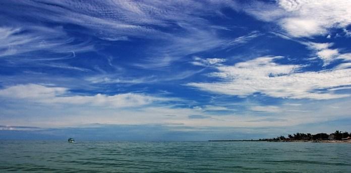 Мексиканский залив у берегов рыбацкой деревни Селестун.