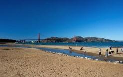 Выходной день в парке около моста Golden Bridge.