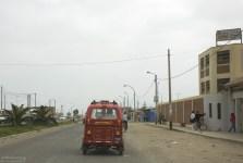 Тук-тук - вид общественного транспорта в маленьких городках.