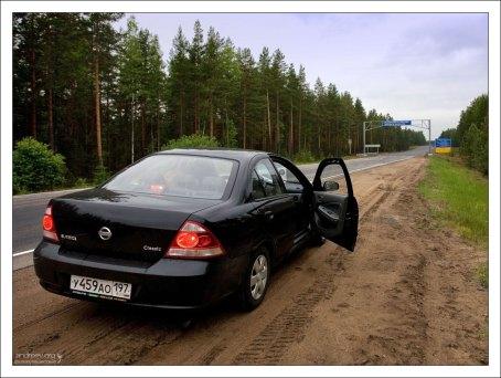 Nissan Almera на границе с республикой Карелия.