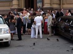 Выход невесты и жениха из ЗАГСа, и гости, с нетерпением ожидающие банкет.