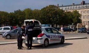 Полиция в окрестностях Версальского Шато.