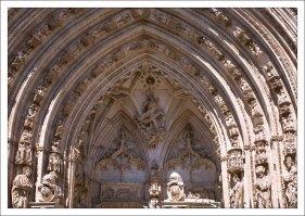 Львиные ворота (Puerta de los Leones) - один из входов в Толедский собор.