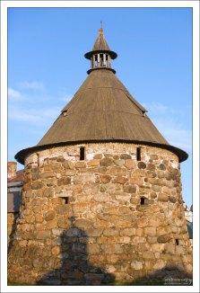Никольская башня монастыря.