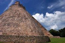 Пирамида Волшебника (The Magician's House) - одно из самых впечатляющих строений в Ушмале. Полуостров Юкатан.