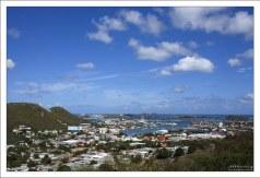 Заливы Little Bay и Great Bay на южной части острова.