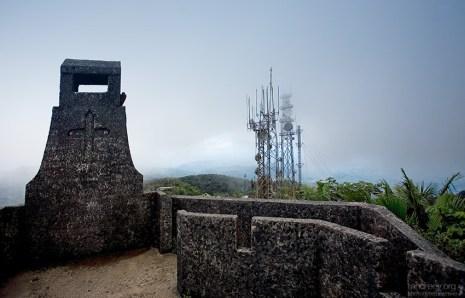 Метеостанция и обзорная площадка на вершине El Yunque.