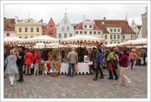 Рынок на Ратушной площади (эст. Raekoja plats).