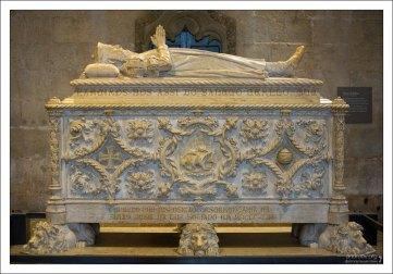 Усыпальница Васко да Гама. Скончался в 1524 году в Индии от малярии. Монастырь Жеронимуш.