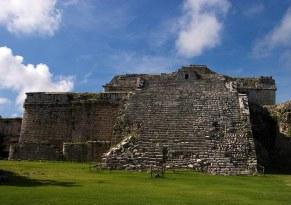 Руины Храма панелей (Templo de los Tableros Esculpidos). Чичен-Ица.