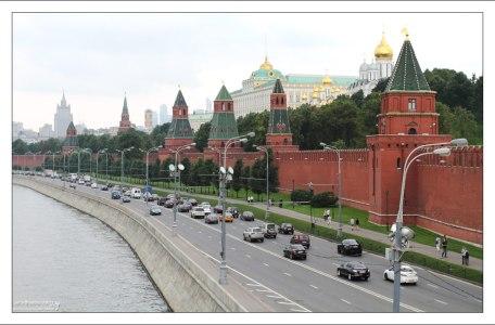 Вдоль Кремлевской стены.