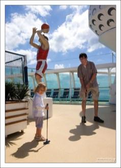 Илья и Саша на верхней спортивной палубе.