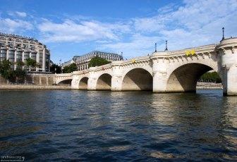 Новый мост (фр. Pont Neuf) — старейший из сохранившихся мостов Парижа через реку Сену.