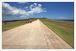 Огромное поле перед фортом Эль Морро, где местные жители любят проводить время.