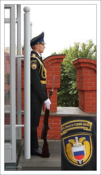 Церемониальный пост у ворот Троицкой башни.