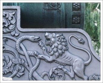 Литой орнамент на лафете Царь-пушки.