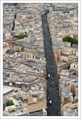 Улица Рен (Rue de Rennes). Ведет от площади Сен-Жермен-де-Пре к башне Монпарнас.