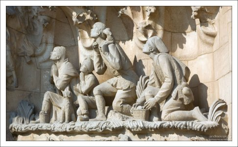 Фасад Рождества: поклонение пастухов. Храм Святого Семейства.