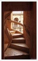 Семь крытых галерей окружают замок Конвенту-де-Кришту.