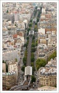 Наземная часть парижского метро.