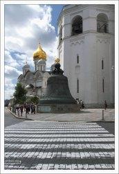 Царь-колокол на Ивановской площади в Кремле.