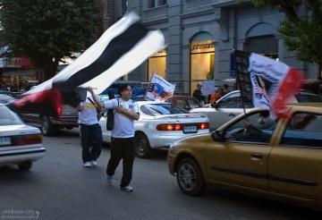 С флагами в честь местной футбольной команды.