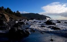 Пляж около False Klamath Cove.