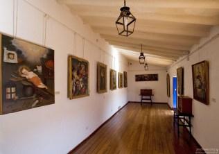Галерея картин, ярких представителей «кусканской школы живописи». Museo Historico Regional.