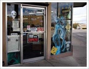 Магазин с типичной городской символикой. Розуэлл.