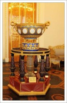 Ваза с медальонами Ф. П. Толстого (1830-е). Государственный Русский музей.
