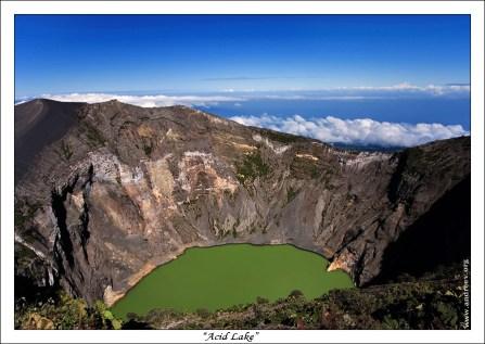 """""""Озеро кислоты"""" Необычное зеленое озеро в одном из кратеров вулкана Иразу."""