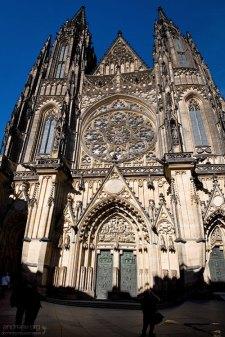 Фасад собора Св. Вита, расположенного в Третьем дворе Града.