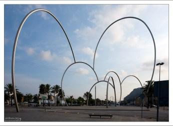 """Скульптурная группа """"Ones..."""" или """"Waves"""" (""""Волны"""") на набережной."""