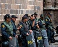 ПНП - национальная полиция Перу готовится в случае чего разгонять демонстрантов в центре города.