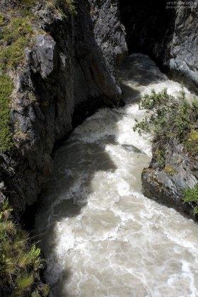 Одна из горных речек, впадающих в озеро Grey.