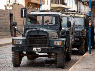 В городе появились полицейские грузовики.