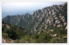 Высота столбов горной гряды Монсеррат составляет от 50 до 300 метров.