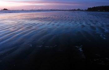Отошедший от Калифорнийского берега Тихий океан. В лиловых сумерках.