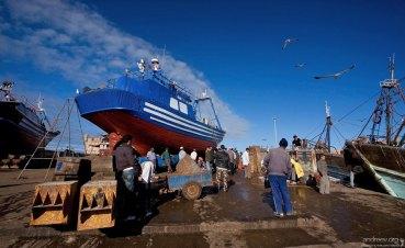 Марокко не располагает современными рыболовными судами и заводами по переработке морепродуктов, чтобы в полной мере воспользоваться своими морскими ресурсами.
