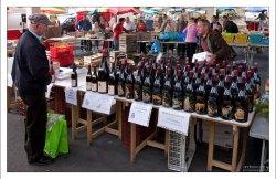 Местное вино. Фермерский рынок в Ланже.
