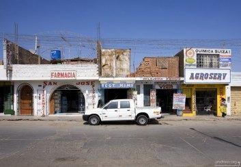 Характерные для Перу дома с недостроенными вторыми этажами.