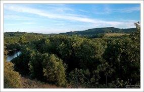 Зеленые холмы вокруг реки Дордонь.