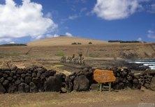 Ahu Tongariki на южном берегу о. Пасхи - самая большая платформа со статуями.